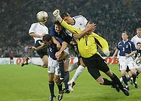 Fotball<br /> EM-kvalifisering<br /> 10.09.2003<br /> Tyskland v Skottland<br /> NORWAY ONLY<br /> Foto: Digitalsport<br /> <br /> v.l. Jackie Mc Namara 2 - Steven Pressley - Keven Kuranyi Deutschland, Torwart Robert Douglas