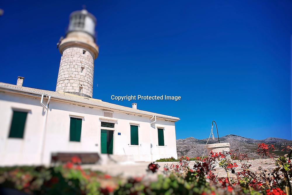 Au sud de l'île, le phare du Struga, l'adresse secrète de l'archipel tenue par l'un des derniers couples gardiens des phares croates a récemment accueilli Bill Gate venu mouiller avec son Yacht dans ce paradis caché.