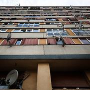Immeuble de la copropriété du Chêne Pointu. L'ensemble des habitants se bat depuis des années contre les dégradations et l'augmentation non-justifiée des charges. Depuis quelques semaines, tous les ascenseurs ont été soudés - Clichy-Sous-Bois, mars 2012