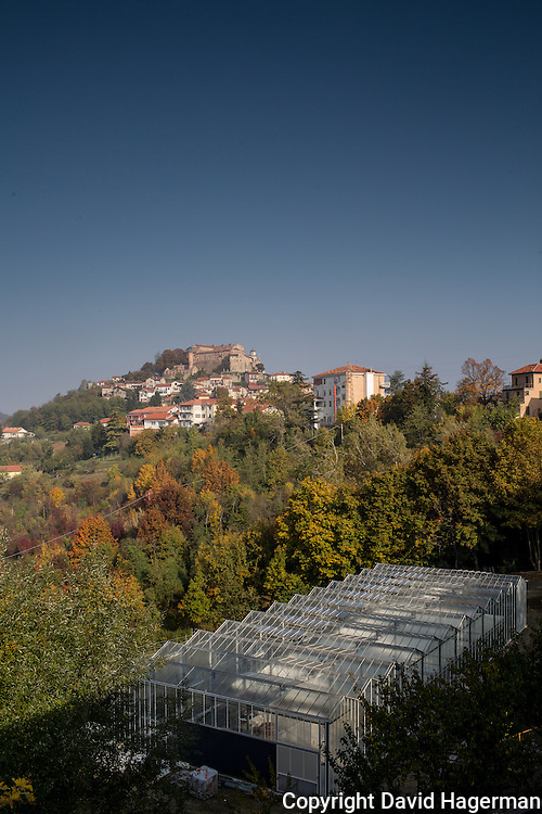 The La Reinca green house with the hill top village of Cremolino in the background.