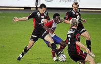 Fotball, 25. september 2005, Tippeligaen, Lyn - Brann<br /> Chinedu Ogbasi Ogbuke , Lyn mot Paul Scharner og Kristjan Ørn Sigurdsson , Brann