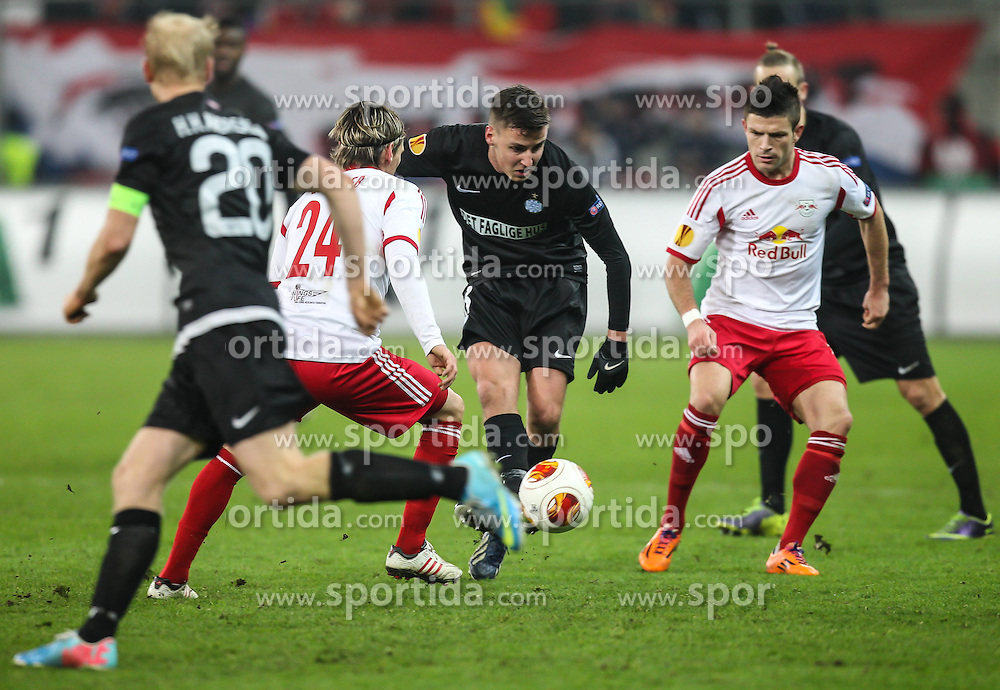 12.12.2013, Red Bull Stadion, Salzburg, AUT, UEFA EL, FC Red Bull Salzburg vs Esbjerg fB, Gruppe C, im Bild Hans Henrik Andreasen, (Esbjerg fB, #20), Christoph Leitgeb, (FC Red Bull Salzburg, #24) und Jeppe Andersen, (Esbjerg fB, #8) // during the UEFA Europa League group C Match between FC Red Bull Salzburg and Esbjerg fB at the Red Bull Stadion, Salzburg, Austria on 2013/12/12. EXPA Pictures © 2013, PhotoCredit EXPA/ Roland Hackl