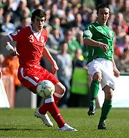 Photo: Paul Thomas.<br />Republic of Ireland v Wales. European Championships 2008 Qualifying. 24/03/2007.<br /><br />Goal scorer Stephen Ireland (R) of Ireland passes past Gareth Bale.
