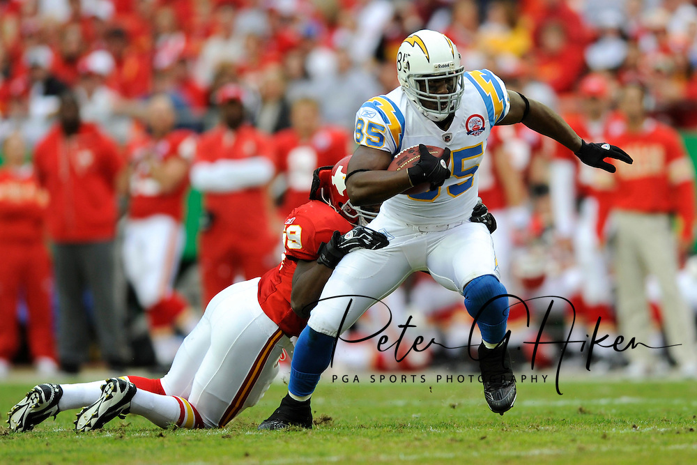 October 25, 2009:  Tight end Antonio Gates #85 of the San Diego Chargers rushes up field during a game against the Kansas City Chiefs at Arrowhead Stadium in Kansas City, Missouri.  The Chargers defeated the Chiefs 37-7...