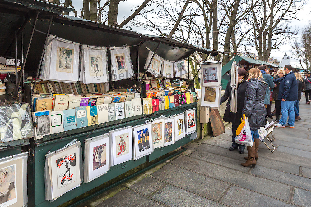 Bouquinistes des bords de Seine // Bookstalls around Seine river. Paris, France