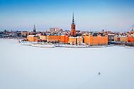 En magnifik vy en kall vacker vinterdag över Riddarfjärden och Riddarholmen i Stockholm