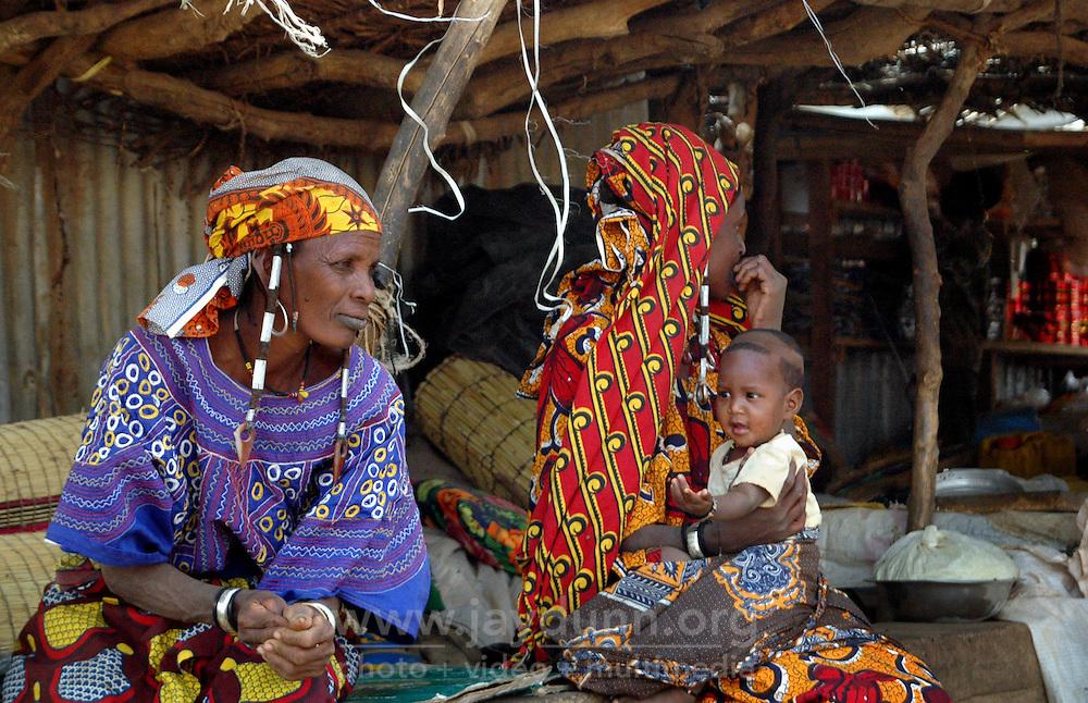 BURKINA FASO, Gorom-Gorom, 2007. A Fulani family take advantage of the shade at Gorom-Gorom's Thursday market, which serves the whole region.