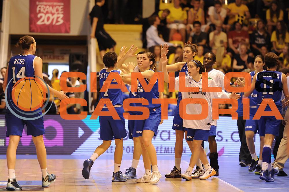 DESCRIZIONE : Vannes 17 giugno 2013 Eurobasket 2013 femminile<br /> Italia Nazionale Femminile Russia<br /> GIOCATORE : Team<br /> CATEGORIA : esultanza<br /> SQUADRA : Italia Nazionale Femminile <br /> EVENTO : Eurobasket 2013<br /> Italia Nazionale Femminile Russia<br /> GARA : Italia Nazionale Femminile Russia<br /> DATA : 17/06/2013<br /> SPORT : Pallacanestro <br /> AUTORE : Agenzia Ciamillo-Castoria/M.Marchi<br /> Galleria : Eurobasket 2013<br /> Fotonotizia : Vannes 17 giugno 2013 Eurobasket 2013 femminile<br /> Italia Nazionale Femminile Russia<br /> Predefinita :