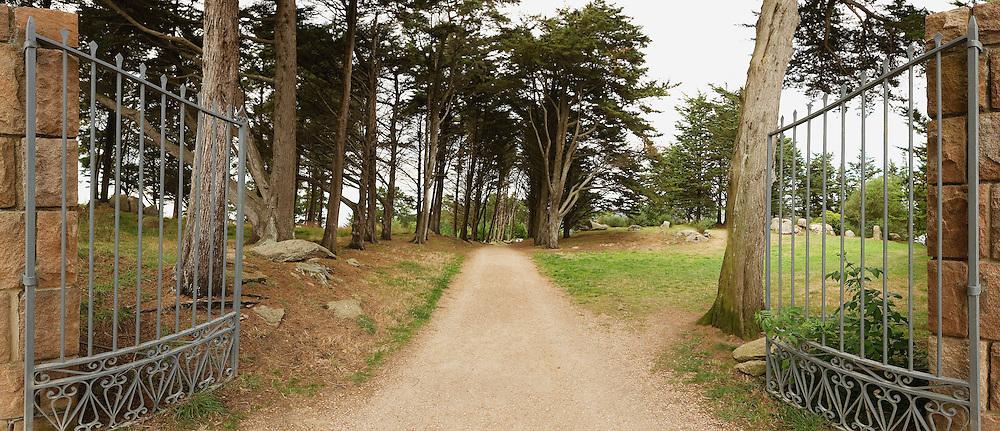 Le domaine départemental du Dourven, situé sur la rive gauche du Leguer, baie de Lannion, est un parc de 9 hectares