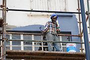 Gebouwen rondom het nieuwe stadion van Port Elizabeth worden opgeknapt en geschilderd. Constructiewerken WK Zuid Afrika.