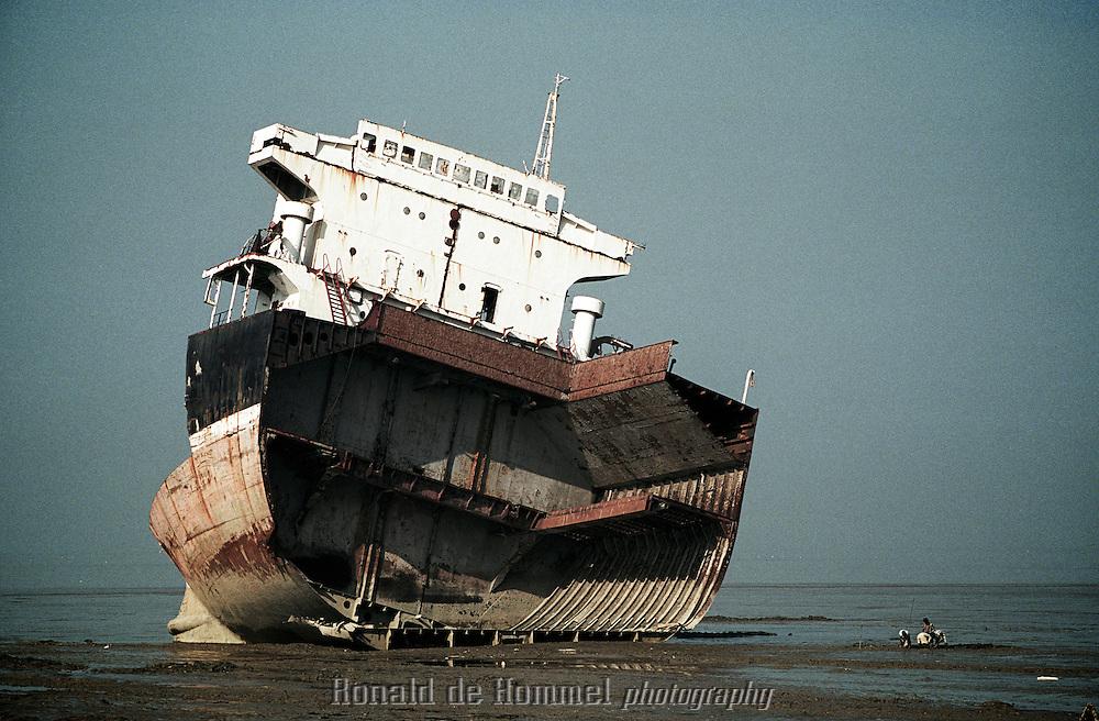 shipbreakingyard in Chittagong