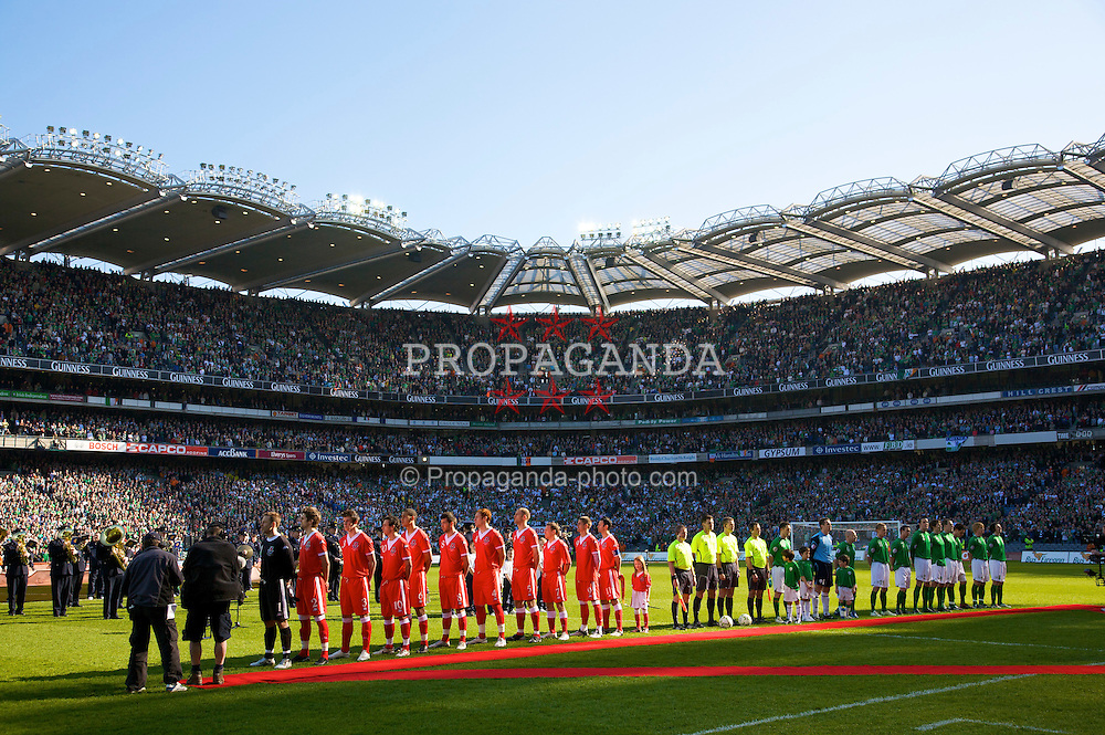 DUBLIN, REPUBLIC OF IRELAND - Saturday, March 24, 2007: Wales' players stand for their national anthem before the UEFA European Championships 2008 Group D qualifying match against Republic of Ireland at Croke Park. (Pic by David Rawcliffe/Propaganda)