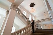 Barockes Treppenhaus im Taschenberg Palais (Kempinski Hotel), Dresden,  Sachsen, Deutschland.|.Baroque stair case in Taschenberg Palais Kempinski Hotel), Dresden, Germany