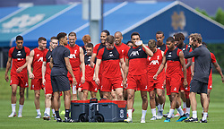 SOUTH BEND, INDIANA, USA - Thursday, July 18, 2019: Liverpool's Trent Alexander-Arnold and his team-mates drink water during a training session ahead of the friendly match against Borussia Dortmund at the Notre Dame Stadium on day three of the club's pre-season tour of America. (Pic by David Rawcliffe/Propaganda)