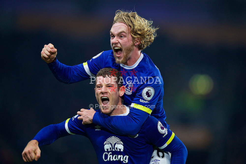 KINGSTON-UPON-HULL, ENGLAND - Friday, December 30, 2016: Everton's Ross Barkley celebrates scoring the second goal against Hull City with team-mate Tom Davies, to equalise the score at 2-2, during the FA Premier League match at the KCOM Stadium. (Pic by David Rawcliffe/Propaganda)