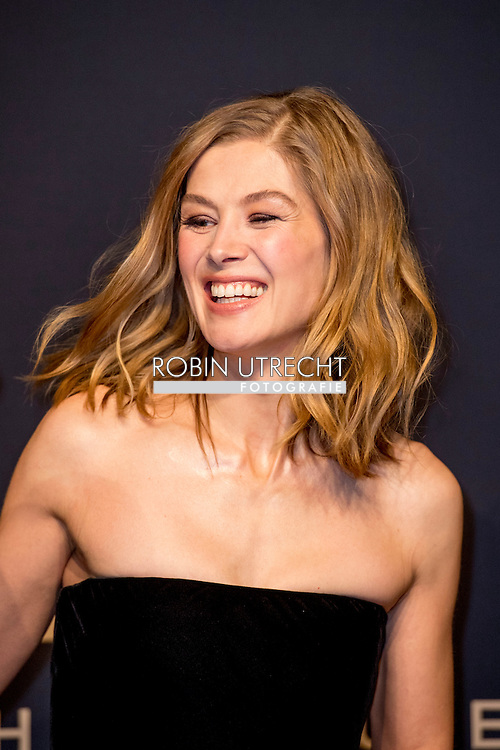 17-1-217 -GENEVE GENEVA SWITSERLAND SWISS ZWITSERLAND -  ROSAMUND PIKE SIHH 2017  IWC gala event «Decoding the Beauty of Time» COPYRIGHT ROBIN UTRECHT