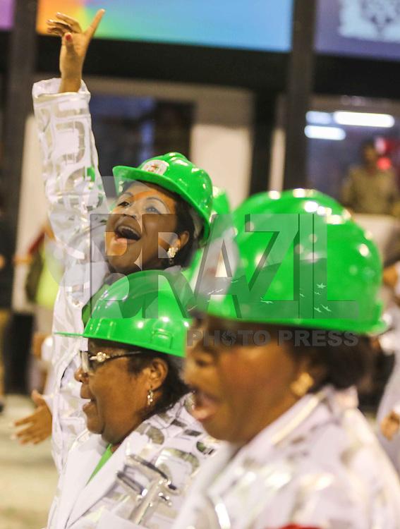 RIO DE JANEIRO, RJ, 12 DE FEVEREIRO 2013 - CARNAVAL RJ -  GRANDE RIO   - Integrantes da escola de Samba Grande Rio durante segundo dia de desfiles do Grupo Especial do Carnaval do Rio de Janeiro na Marques de Sapucaí madrugada desta terça-feira, 12. (FOTO: WILLIAM VOLCOV / BRAZIL PHOTO PRESS).