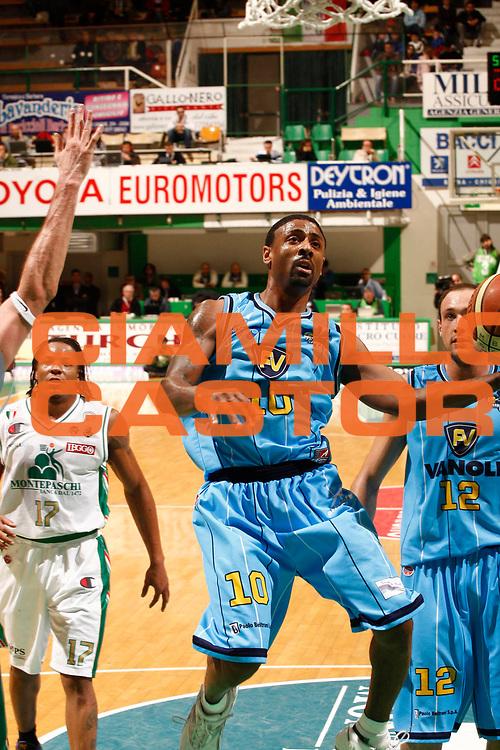 DESCRIZIONE : Siena Lega A 2009-10 Montepaschi Siena Vanoli Cremona<br /> GIOCATORE : Troy Bell<br /> SQUADRA : Vanoli Cremona<br /> EVENTO : Campionato Lega A 2009-2010 <br /> GARA : Montepaschi Siena Vanoli Cremona<br /> DATA : 11/04/2010<br /> CATEGORIA : tiro<br /> SPORT : Pallacanestro <br /> AUTORE : Agenzia Ciamillo-Castoria/P.Lazzeroni<br /> Galleria : Lega Basket A 2009-2010 <br /> Fotonotizia : Siena Campionato Italiano Lega A 2009-2010 Montepaschi Siena Vanoli Cremona<br /> Predefinita :