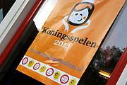 """Koning Willem Alexander opent Koningsspelen in Ens van de drie basisscholen Het Lichtschip, De Horizon en De Regenboog in Ens. Het gaat om een dag vol bewegen voor kinderen, die wordt voorafgegaan door een feestelijk Koningsontbijt.<br /> <br /> King Willem Alexander opens the """" King Games"""" in the town Ens. It is a day of exercise for children, which is preceded by a festive King Breakfast."""