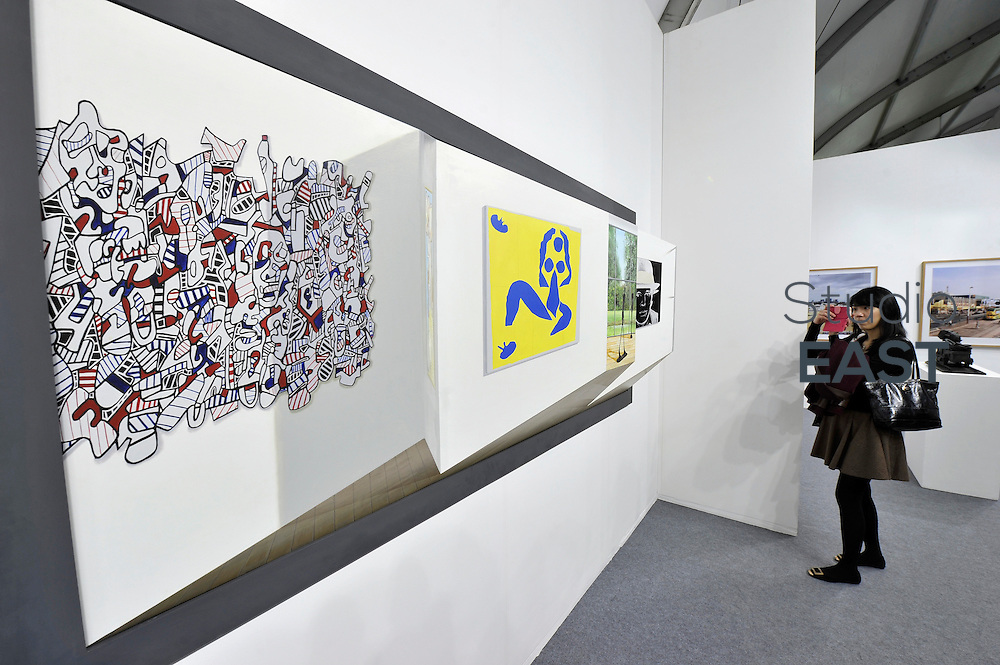 HONG KONG - MARCH 13: A visitor takes a photo of 3-D painting 'Fondation Beyeler' by Patrick Hughes in art fair Art Central on its first day on March 13, 2015 in Hong Kong, Hong Kong.  (Photo by Lucas Schifres/Getty Images)