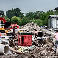 Nederland, Amsterdam, 10 mei 2016.<br /> Op voormalige sportpark Riekerhaven worden woningen gebouwd voor zo&rsquo;n 500 studenten en  jonge vluchtelingen.<br /> <br /> On former sportspark Riekerhaven houses will be built for about 500 students and young refugees.<br /> <br /> Foto: Jean-Pierre Jans