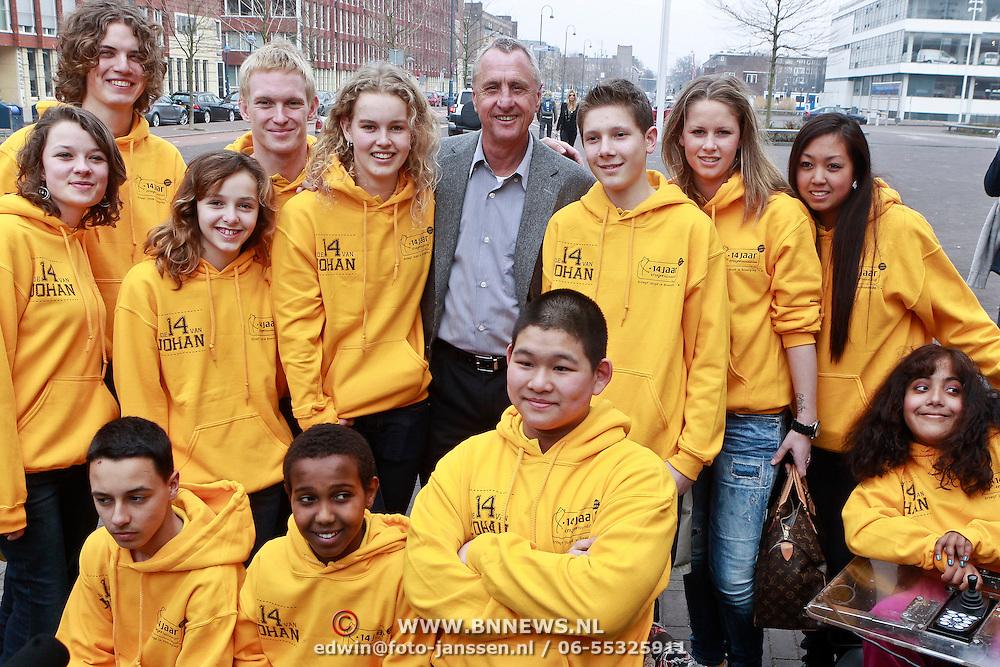 NLD/Amsterdam/20110314 - Presentatie nieuwe Helden en 14 jarig bestaan Johan Cruijff Foundation, Johan Cruijff de groep de 14 van Johan
