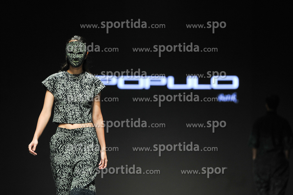A model wearing a mask presents a creation by designer Populo Batik during the Indonesian Fashion Week 2015 at Jakarta Convention Center in Jakarta, Indonesia, Feb. 26, 2015. Indonesian Fashion Week 2015 is held from Feb. 26 to March 1. EXPA Pictures &copy; 2015, PhotoCredit: EXPA/ Photoshot/ Veri Sanovri<br /> <br /> *****ATTENTION - for AUT, SLO, CRO, SRB, BIH, MAZ only*****