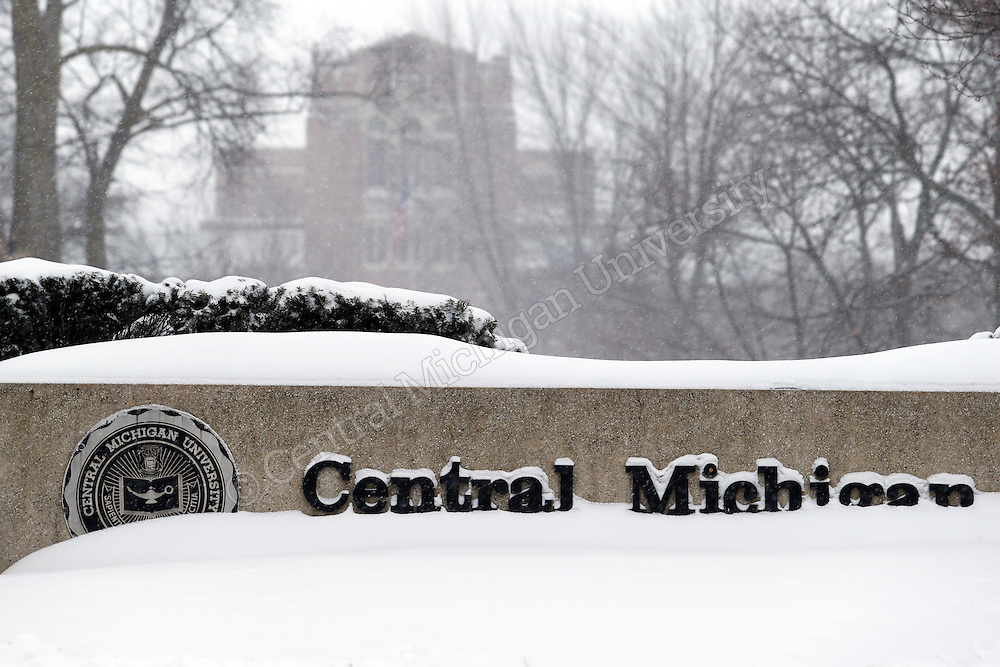 Warriner Mall. CMU was pounded by snow and below freezing temperatures for the first day that staff and faculty returned on Monday January 6, 2014. Central Michigan University photo by Steve Jessmore