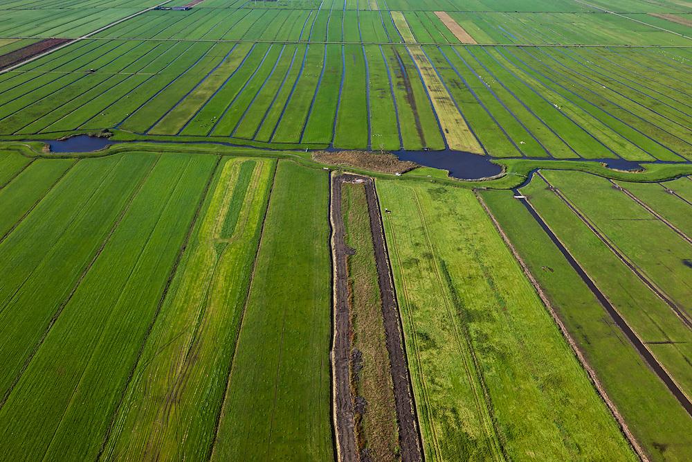 Nederland, Utrecht, Gemeente Eemnes, 03-10-2010; Zomerdijk tussen Noordpolder en Maatpolder (polders tussen Eemnes en Spakenburg), een van de laatste open polderlandschappen in de Randstad..Summer dike between Noordpolder and Maatpolder (polders between Eemnes and Spakenburg), one of the last open polder landscapes in the Randstad..luchtfoto (toeslag), aerial photo (additional fee required).foto/photo Siebe Swart