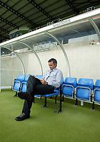 Fotball<br /> Foto: Scott Heavey, Digitalsport<br /> Oxford v Chelsea<br /> Pre-season friendly. 17/07/2004.<br /> Jose Mourinho warms up his seat before the game