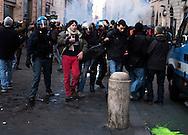 Roma 14 Dicembre 2010.Manifestazione contro il Governo Berlusconi. Le forze dell'Ordine  fermano dei manifestanti a via del Corso.