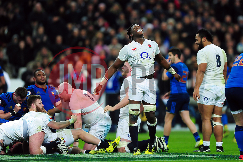 Maro Itoje of England celebrates at the final whistle - Mandatory byline: Patrick Khachfe/JMP - 07966 386802 - 19/03/2016 - RUGBY UNION - Stade de France - Paris, France - France v England - RBS Six Nations.
