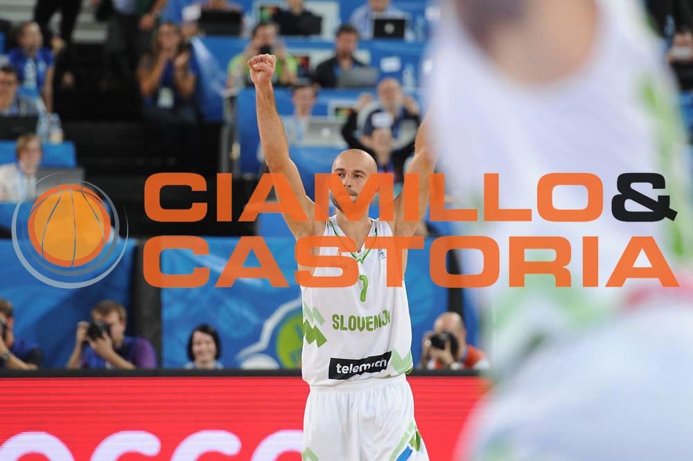 DESCRIZIONE : Lubiana Ljubliana Slovenia Eurobasket Men 2013 Second Round Slovenia Italia Slovenja Italy<br /> GIOCATORE : Nebojsa Joksimovic <br /> CATEGORIA : esultanza jubilation<br /> SQUADRA : Slovenia Slovenja<br /> EVENTO : Eurobasket Men 2013<br /> GARA : Slovenia Italia Slovenja Italy<br /> DATA : 12/09/2013 <br /> SPORT : Pallacanestro <br /> AUTORE : Agenzia Ciamillo-Castoria/C.De Massis<br /> Galleria : Eurobasket Men 2013<br /> Fotonotizia : Lubiana Ljubliana Slovenia Eurobasket Men 2013 Second Round Slovenia Italia Slovenja Italy<br /> Predefinita :