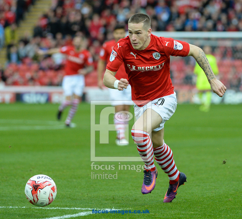 Ryan Kent of Barnsley during the Sky Bet Championship match at Oakwell, Barnsley<br /> Picture by Richard Land/Focus Images Ltd +44 7713 507003<br /> 29/10/2016