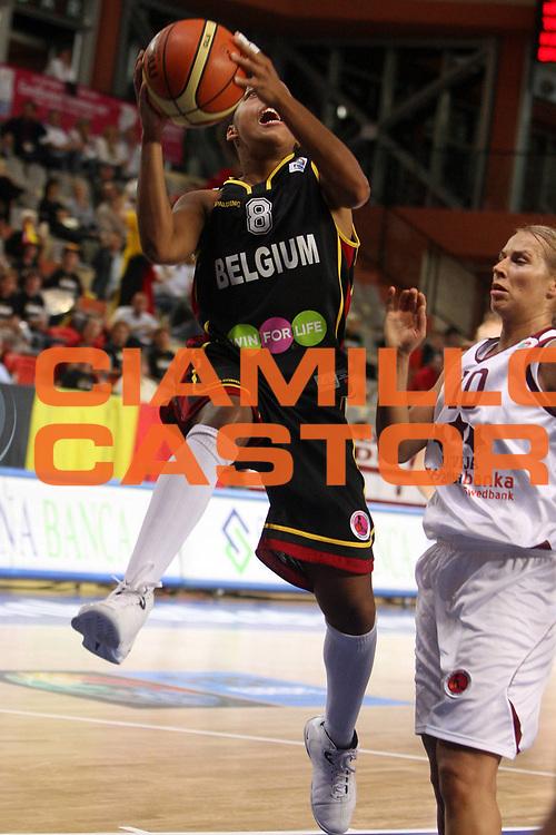DESCRIZIONE : Vasto Italy Italia Eurobasket Women 2007 Belgium Latvia Belgio Lettonia<br /> GIOCATORE : Kathy Wambe<br /> SQUADRA : Belgium Belgio<br /> EVENTO : Eurobasket Women 2007 Campionati Europei Donne 2007 <br /> GARA : Belgium Latvia Belgio Lettonia<br /> DATA : 30/09/2007 <br /> CATEGORIA : Penetrazione Tiro<br /> SPORT : Pallacanestro <br /> AUTORE : Agenzia Ciamillo-Castoria/E.Castoria <br /> Galleria : Eurobasket Women 2007 <br /> Fotonotizia : Vasto Italy Italia Eurobasket Women 2007 Belgium Latvia Belgio Lettonia<br /> Predefinita :