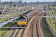Nederland, Bemmel, 3-11-2013Een goederentrein rijdt over de betuweroute richting Rotterdam. Hij bestaat uit wagons die gemaakt zijn voor het  vervoer van kolen of erts, ijzererts.De treinen moeten in Duitsland op het bestaande spoor, waardoor vertraging ontstaat.Foto: Flip Franssen/Hollandse Hoogte