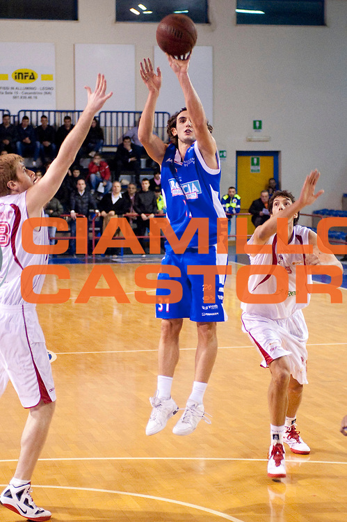 DESCRIZIONE : S.Antimo Lega Basket A2 2011-12 Pall. S.Antimo Centrale del Latte Brescia<br /> GIOCATORE : Lorenzo Gergati<br /> CATEGORIA : tiro<br /> SQUADRA : Centrale del Latte Brescia<br /> EVENTO : Campionato Lega A2 2011-2012 <br /> GARA : Pall. S.Antimo Centrale del Latte Brescia <br /> DATA : 22/01/2012<br /> SPORT : Pallacanestro  <br /> AUTORE : Agenzia Ciamillo-Castoria/G.Buco<br /> Galleria : Lega Basket A2 2011-2012  <br /> Fotonotizia : S.Antimo Lega Basket A2 2011-12 Pall. S.Antimo Centrale del Latte Brescia<br /> Predefinita :