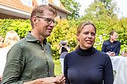 Het kabinet houdt een informeel overleg in Hotel Bos en Ven in Oisterwijk, dat tijdens de Tweede Wereldoorlog dienst deed als hoofdkwartier van het toenmalige kabinet. <br /> <br /> Op de foto: Sander Dekker en Carola Schouten
