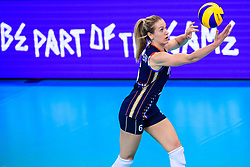 12.06.2018, Porsche Arena, Stuttgart<br /> Volleyball, Volleyball Nations League, Türkei / Tuerkei vs. Niederlande<br /> <br /> Aufschlag / Service Maret Balkestein-Grothues (#6 NED)<br /> <br /> Foto: Conny Kurth / www.kurth-media.de
