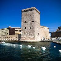 Fort Saint-Jean è una fortificazione costruita nel 1660 da Luigi XIV e che si trova all'ingresso del Vieux Port della città di Marsiglia<br /> <br /> Fort Saint-Jean à l'entrée du Vieux-Port de Marseille (France)