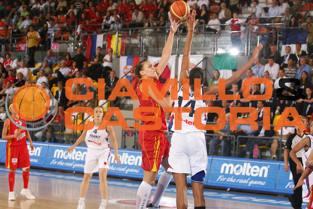 DESCRIZIONE : Ortona Italy Italia Eurobasket Women 2007 Francia Spagna France Spain <br /> GIOCATORE : Lucila Pascua <br /> SQUADRA : Spagna Spain <br /> EVENTO : Eurobasket Women 2007 Campionati Europei Donne 2007 <br /> GARA : Francia Spagna France Spain <br /> DATA : 01/10/2007 <br /> CATEGORIA : Tiro Molten <br /> SPORT : Pallacanestro <br /> AUTORE : Agenzia Ciamillo-Castoria/S.Silvestri <br /> Galleria : Eurobasket Women 2007 <br /> Fotonotizia : Ortona Italy Italia Eurobasket Women 2007 Francia Spagna France Spain <br /> Predefinita :