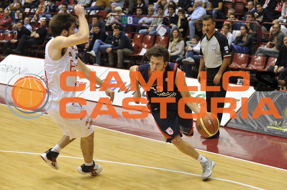 DESCRIZIONE : Milano Lega A 2011-12 EA7 Emporio Armani Milano Bancatercas Teramo <br /> GIOCATORE : robert fultz<br /> CATEGORIA :  palleggio<br /> SQUADRA : EA7 Emporio Armani Milano Bancatercas Teramo <br /> EVENTO : Campionato Lega A 2011-2012<br /> GARA : EA7 Emporio Armani Milano Bancatercas Teramo<br /> DATA : 29/04/2012<br /> SPORT : Pallacanestro<br /> AUTORE : Agenzia Ciamillo-Castoria/M.Gregolin<br /> Galleria : Lega Basket A 2011-2012<br /> Fotonotizia :  Milano Lega A 2011-12 EA7 Emporio Armani Milano Bancatercas Teramo <br /> Predefinita :
