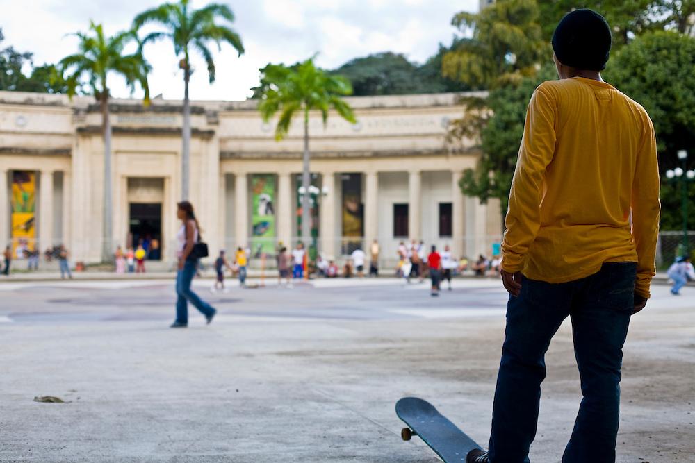 Caracas_VEN, Venezuela...Praca publica no centro de Caracas, Capital da Venezuela...Public square at Caracas Downtown, Venezuela Capital...Foto: JOAO MARCOS ROSA / NITRO