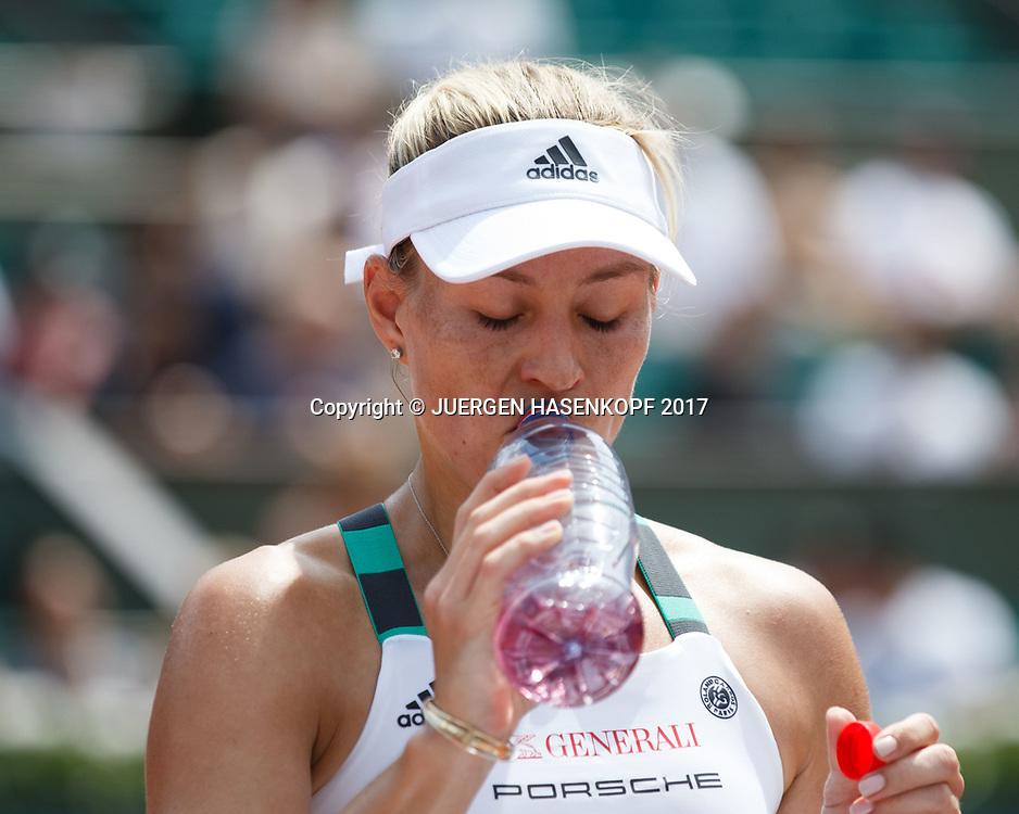ANGELIQUE KERBER (GER) trinkt aus einer Wasserflasche.<br /> <br /> Tennis - French Open 2017 - Grand Slam ATP / WTA -  Roland Garros - Paris -  - France  - 28 May 2017.