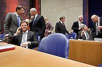 Nederland. Den Haag, 26 oktober 2010.<br /> De Tweede Kamer debatteert over de regeringsverklaring van het kabinet Rutte.<br /> Verhagen, Rosenthal, Rutte, Leers, Donner Opstelten en Teeven in vak K<br /> Kabinet Rutte, regeringsverklaring, tweede kamer, politiek, democratie. regeerakkoord, gedoogsteun, minderheidskabinet, eerste kabinet Rutte, Rutte1, Rutte I, debat, parlement<br /> Foto Martijn Beekman