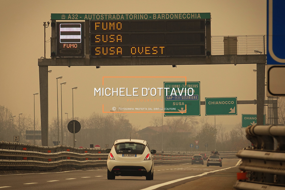 In Valsusa  continua l'emergenza incendi, autostrada chiusa per il denso fumo (TO) 29/10/2017