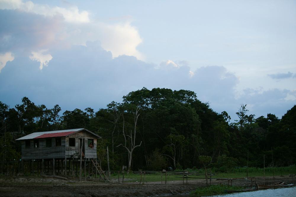 Nov. 13th, 2003. A home on the Guajara River at Ipiranga in Para State, Brazil.