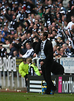 Photo: Andrew Unwin.<br /> Newcastle United v Portsmouth. The Barclays Premiership. 26/11/2006.<br /> Newcastle's Glenn Roeder celebrates his team's victory.