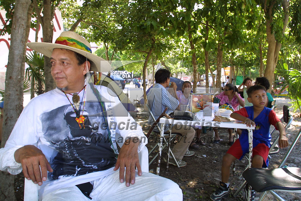 Toluca, M&eacute;x.- Grupos de indigenas, campesinos e integrantes de organizaciones no gubernamentales acampan en predios distantes del centro de convenciones donde se lleva a cabo la reunion de la Organizacion Mundial de Comercio OMC, el dia de ma&ntilde;ana efectuaran una marcha al menos 50 mil personas en rechazo a las reuniones de globalizacion. Agencia MVT / Mario Vazquez de la Torre. (DIGITAL)<br /> <br /> NO ARCHIVAR - NO ARCHIVE