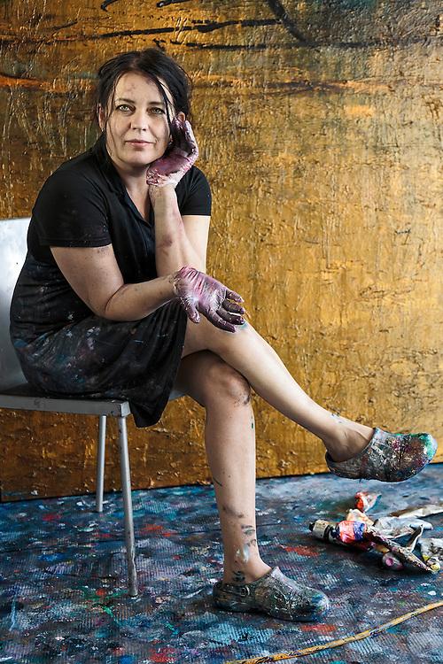 Painter Nanna Susi - Taidemaalari Nanna Susi kaapelitehtaan työhuoneellaan kaksi kuukautta ennen Underneath the eyes-näyttelyn avajaisia Helsingin taidemuseossa.